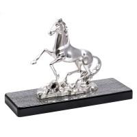 "Statua in resina argentata ""cavallo rampante"""